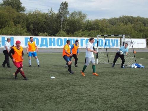 «И мяч в воротах…» Народные избранники неплохо поработали на футбольном поле