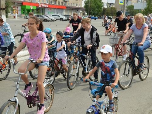 «Я буду долго гнать велосипед…» В минувший вторник бал в городе правили владельцы двухколёсных коней