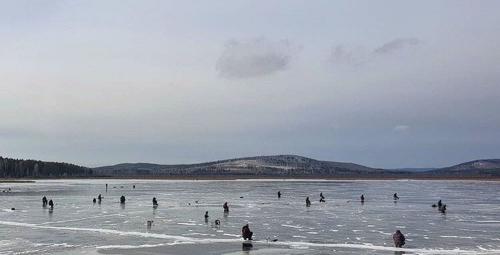 Жить надоело? Южноуральские рыбаки уже торопятся открыть зимний сезон