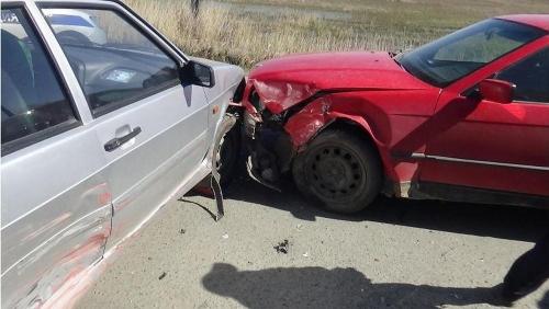 Не успел проскочить. В Увельском районе в ДТП пострадала автоледи